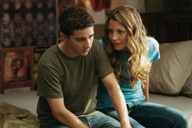 Still of Shia LaBeouf and Sarah Roemer in Disturbia (2007)
