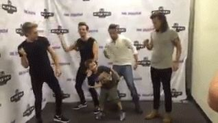 im feeling so embarrased for them right now #stopwhitepeople2k15 lmao #onedirection