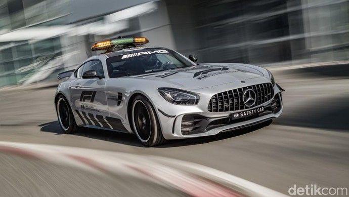 Ngebut Dengan Safety Car Formula 1 Paling Kencang Yang Pernah Ada Mercedes Amg Formula 1 Mobil Balap