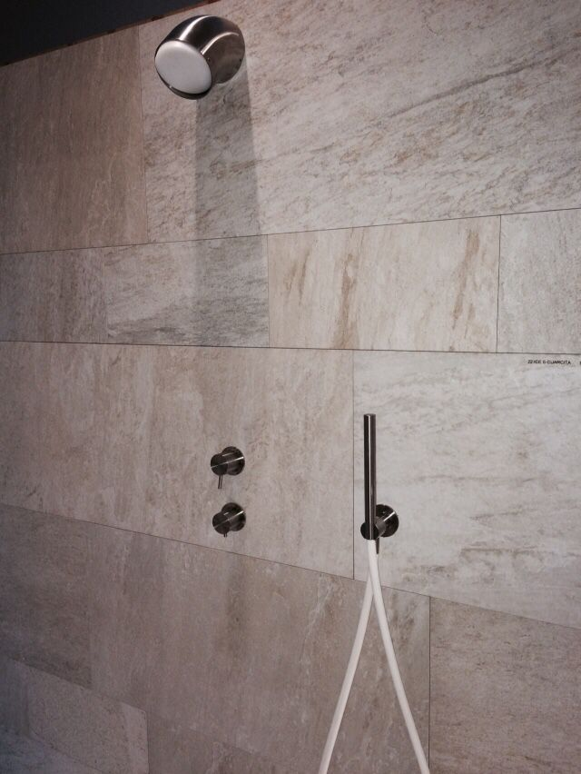Ducha y pared baño