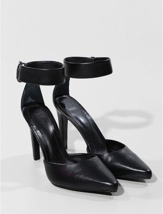 Scarpin com ponteira preto 36 - Loja Calvin Klein.