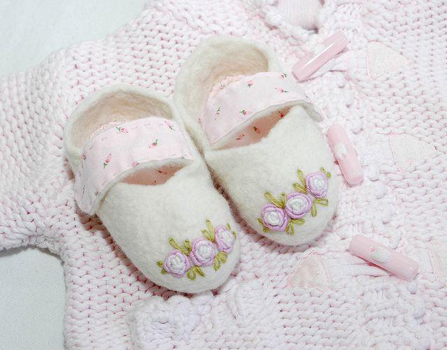 felt baby slipers   Flickr - Photo Sharing!