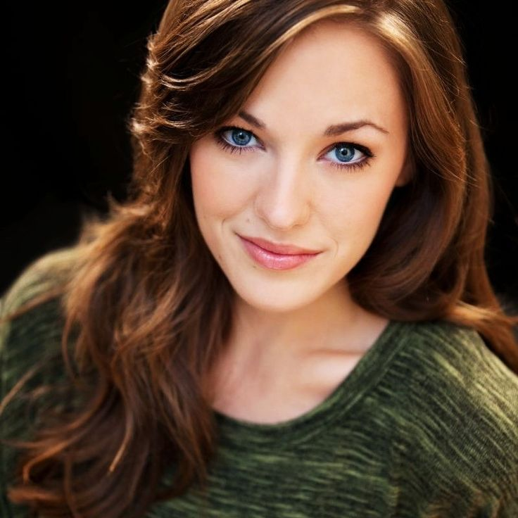 Laura Osnes-Possibly my favorite Broadway Star of all times <3