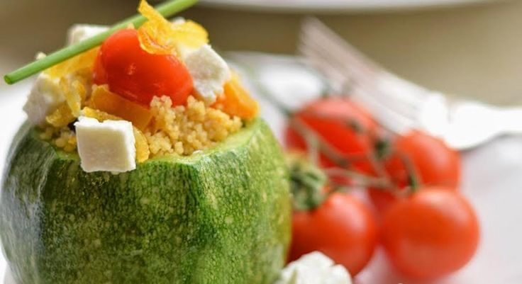 Il cous cous di verdure è una ricetta vegetariana semplice e molto gustosa, tipica della cucina nord africana. Una ricetta light gustosissima.