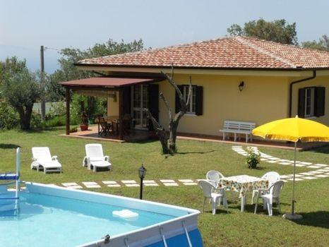 Villetta bifamiliare nuova con piscina giardino wifi clima