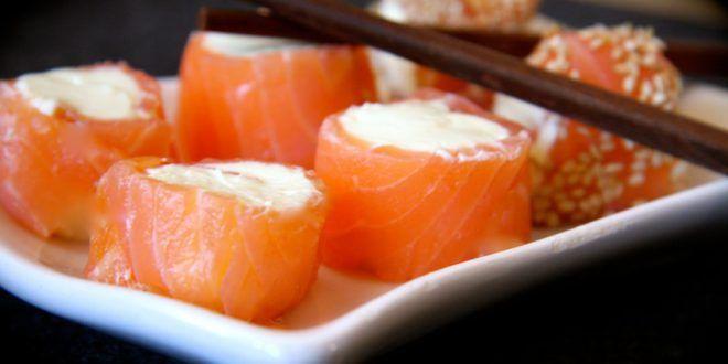 Low Carb Rezept für leckeres Sushi ohne Reis mit wenig Kohlenhydraten. Low Carb und einfach und schnell in der Zubereitung. Perfekt zum Abnehmen.