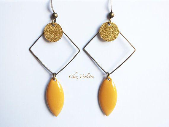 boucles d'oreilles carré, boucles d'oreilles jaune moutarde émail, Boucles d'oreilles géométrie, bijoux minimalistes