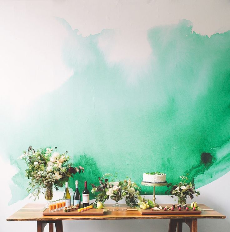 Gorgeous wallpaper with a beautiful green watercolor splash. Self-adhesive for easy removal - great for renter's like me!