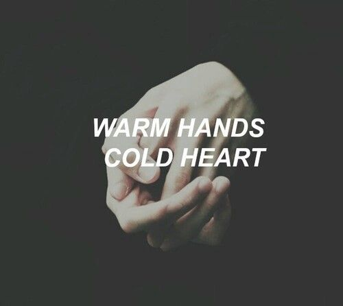 Warm hands Cold heart.. ♡
