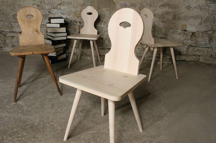 maigrau FARMER - Der Stuhl FARMER ist durch die lebendige Geschichte des alt bewährten Brettstuhls inspiriert. Wir haben diesen hunderte Jahre alten Klassiker des Möbelhandwerks neu aufgelegt. In sorgfältiger Handarbeit von unserem Schreiner aus einheimischem Hartholz gefertigt, ist dieser Stuhl ein Möbel von Bestand.Das feingeschliffene und unbehandelte Eschenholz altert ehrlich und entwickelt bei respektvoller Benutzung eine wunderschöne Patina.