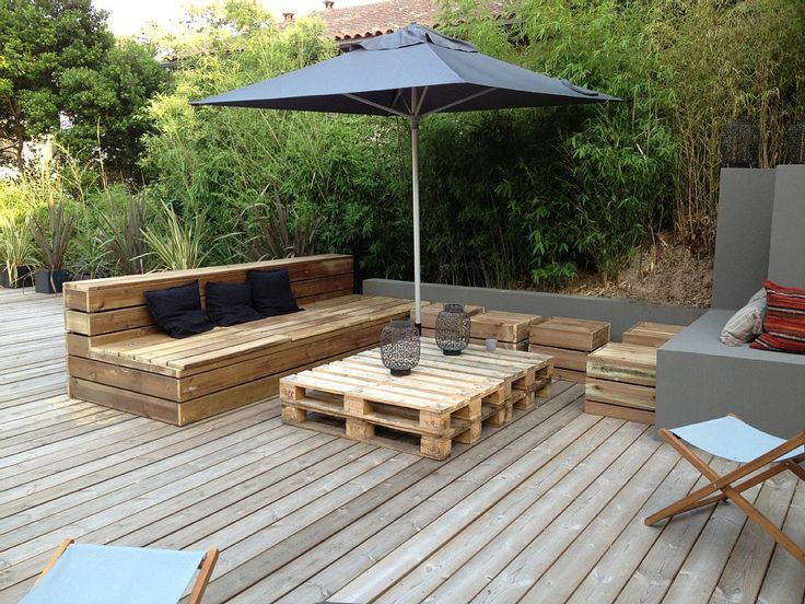 Terrasse inspiration maison pinterest canapes for Amenagement jardin palette