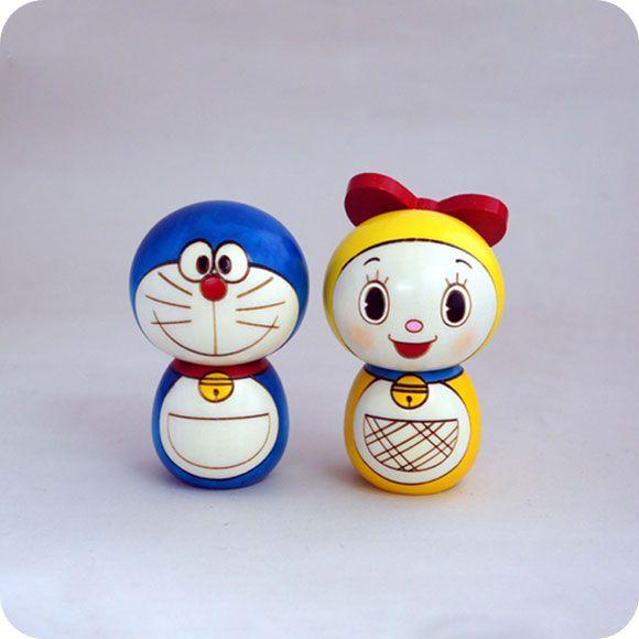 Would love these on my desk. Kokeshi (Doraemon & Doramichan) 卯三郎こけし  ドラえもん & ドラミちゃん - ettone