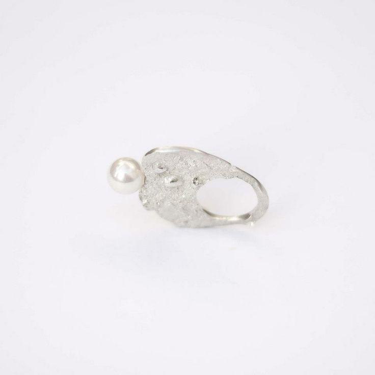 Lia Gonçalves | Joalharia de Autor _ ring_ crateras collection _ silver