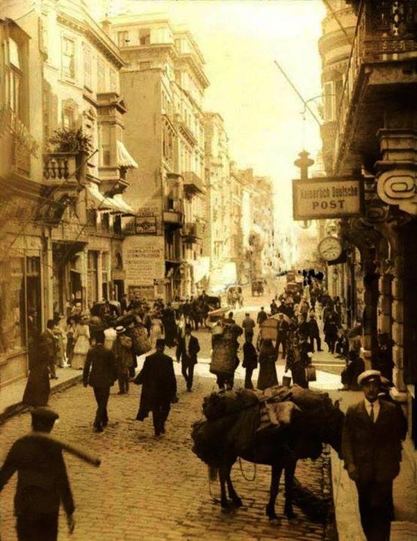 bankalara ve sigorta şirketlerine ev sahipliği yapan binalarıyla meşhur ''Bankalar Caddesi'' (1920ler) #istanbul  #istanlook