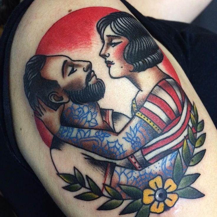 Tatuagem de amor entre marinheiro e pinup feita por Jessica O. no estilo old school. #tatuagem #tattoo #tradicional #oldschool #marinheiro #pinup #tatuada #amor