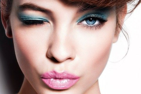 It is not enough to have a stylish outfit, you need a perfect makeup too. If you don't have any experience, never mind. This tutorial is for very beginners >>> http://justbestylish.com/eye-makeup-for-beginners/