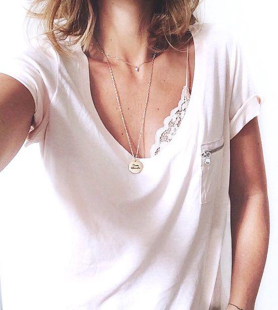 Tee-shirt loose blanc + soutien-gorge en dentelle = le bon mix (lingerie Zara - instagram Audrey Lombard)