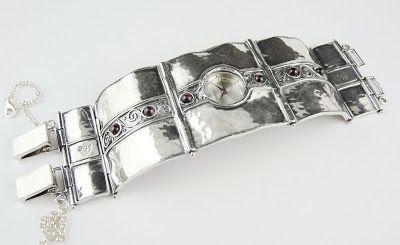 Regal Gold: Ceasul de dama din argint  ,o bijuterie eleganta p...