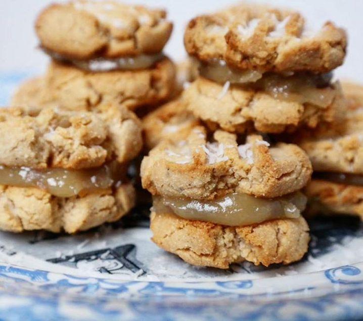 Ketojenik, Vegan, Düşük Karbonhidrat, Şekersiz, Glutensiz, Düşük Kalorili ancak bir kurabiye yapabilirsiniz o da bu :)Malzemeler : (Kurabiyeler için)    2 çorb