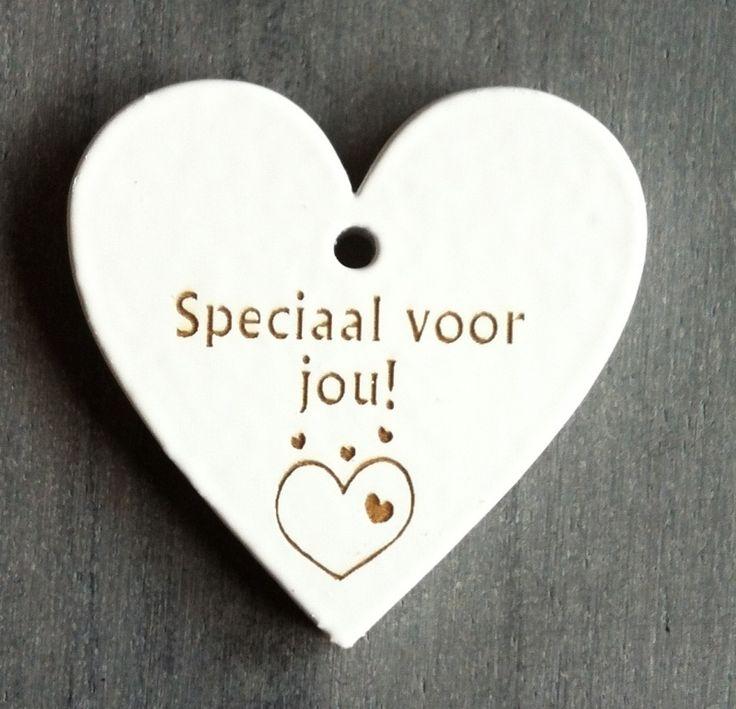 """Wit houten hart label met """"Speciaal voor jou!"""""""