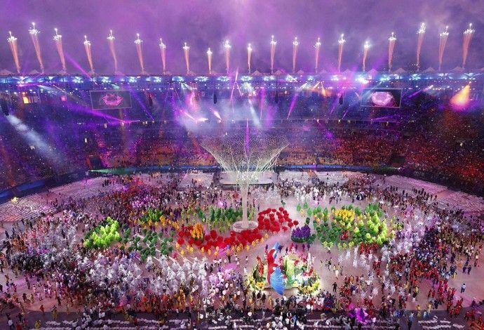 Sob chuva, Rio lava a alma e dá adeus à Olimpíada que vai deixar saudade.