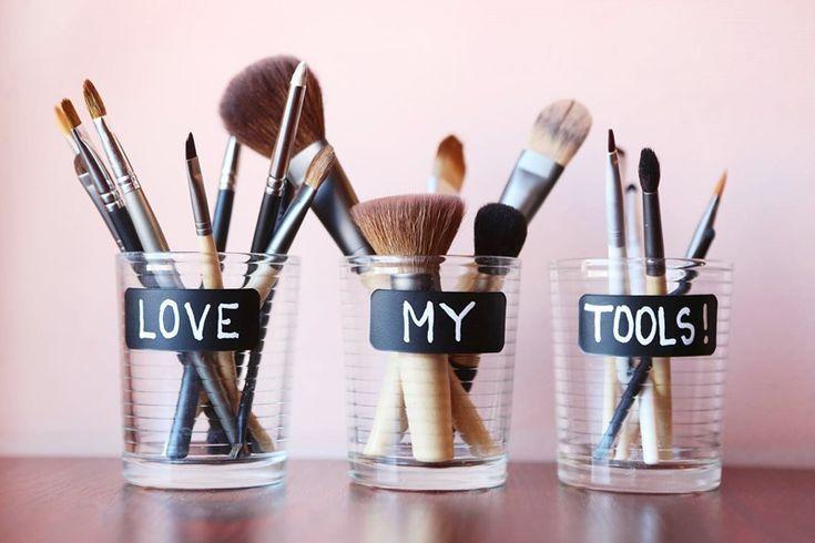Hier sind einige echte Tipps und Tricks, um sich um Ihre Beauty-Tools zu kümmer…