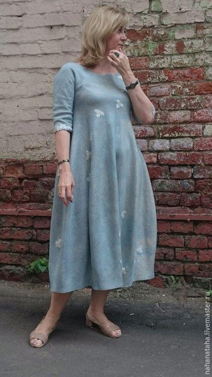 Купить или заказать Платье валяное 'Мята' в интернет-магазине на Ярмарке Мастеров. Главное в этом платье-форма, остальное - и ненавязчивая фактура войлока, и сложный, трудно-передаваемый словами и фото, цвет, лишь подчеркивают сложность формы... При этом , войлок мягкий, хорошо драпируется, струится. Декорировано прелестными кружевными трилистничками. Платье комплиментарно смотрится на любой фигуре, и на худеньких, и на более крупных дамах. На заказ-в любом цвете на Ваш в…