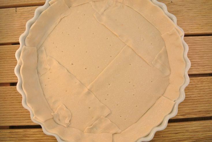 Tip tegen een natte bladerdeeg bodem -- Prik gaatjes in de bodem en bestrooi met paneermeel (of custard poeder)!