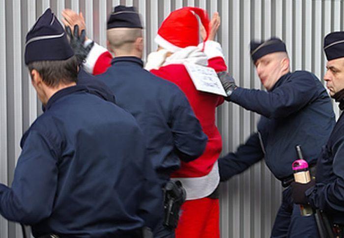 #интересное  Арестованные Санты (14 фото)   Санта-Клаусы, у которых явные проблемы с законом.       далее по ссылке http://playserver.net/?p=141041