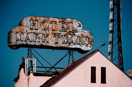 """Mark Twain Hotel 