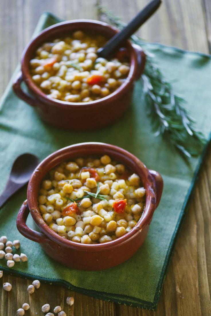 Un piatto classico della tradizione, fatto proprio come lo preparava la mia nonna: la #pasta e #ceci; scopri con me la #ricetta!