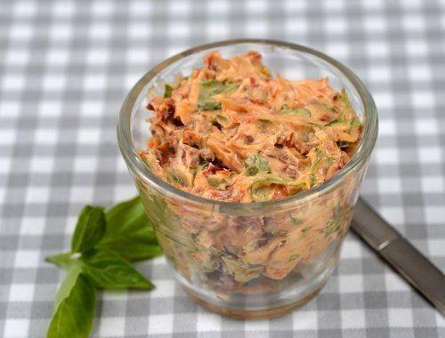 Italienskt kryddsmör med soltorkad tomat, basilika och vitlök