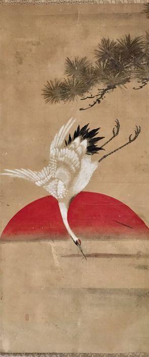Kraan Pine en Sun - oude handbeschilderd scroll schilderen verzegelde - Japan - ca. 1850 (late Edo)  Witgeverfde handbeschilderd scroll schilderij van een kraan voor een naaldboom en de massale orb van de zonJapan ca. 1850Geschilderd op papierRoller eindigt botVerzegeldHet schilderij is in goede staat. Tekenen van ouderdom als afgebeeld (vlek rimpels).Zie foto's voor meer details.Maten: (breedte x hoogte)Totale omvang: ca. 67 x 181 cm (excl. roller eindigt)Schilderij grootte: ca. 535 x 120…