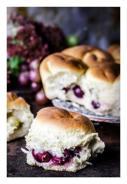 Schiacciata con l'uva - grape cake