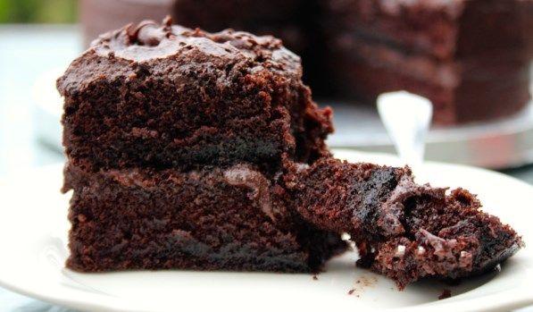 Νόστιμη νηστίσιμη σοκολατόπιτα χωρίς αυγά ή γάλα. Απόλαυσε τη, χωρίς τύψεις και ενοχές όταν θα νηστεύεις, είτε κάνεις κάποια δίαιτα.