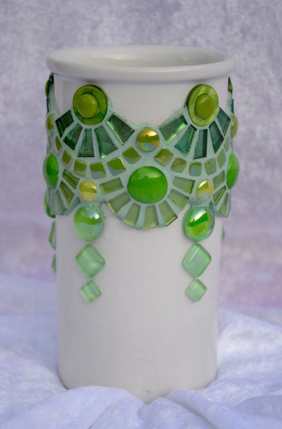 Florero verde cristal y Resumen de mosaico de cerámica