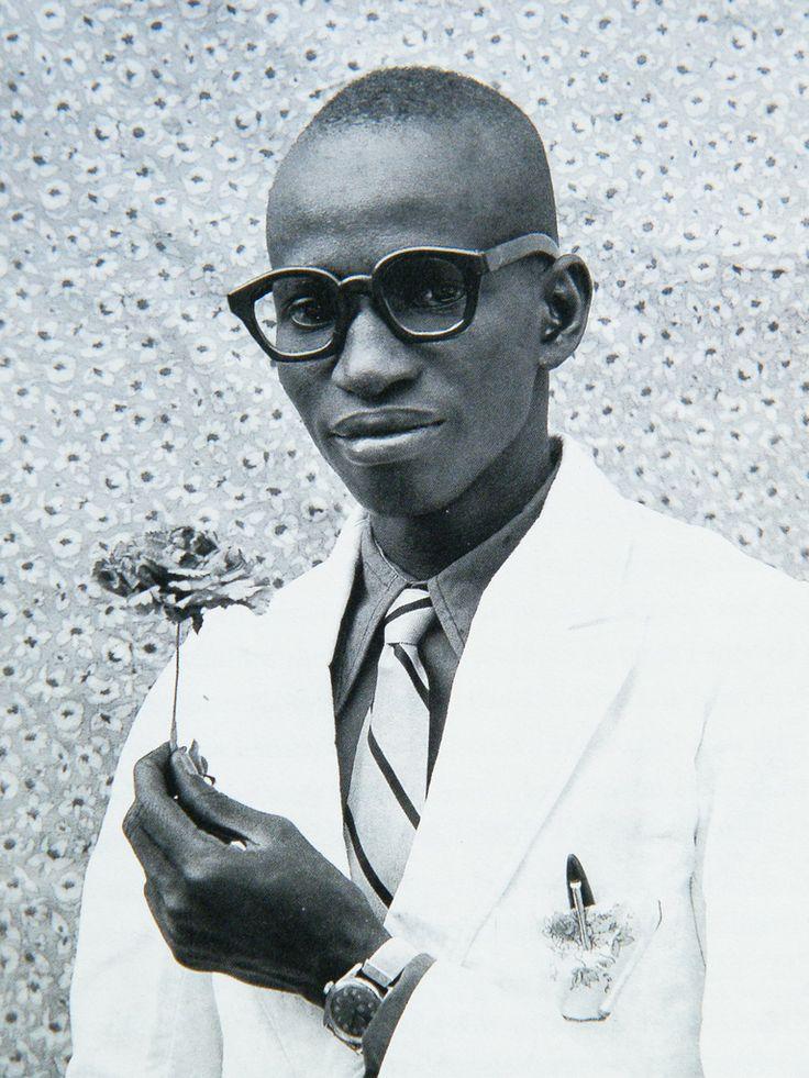 Autoportrait de Seydou Keita, le père de la photographie africaine et l'un des plus grands photographes du 20è siècle.