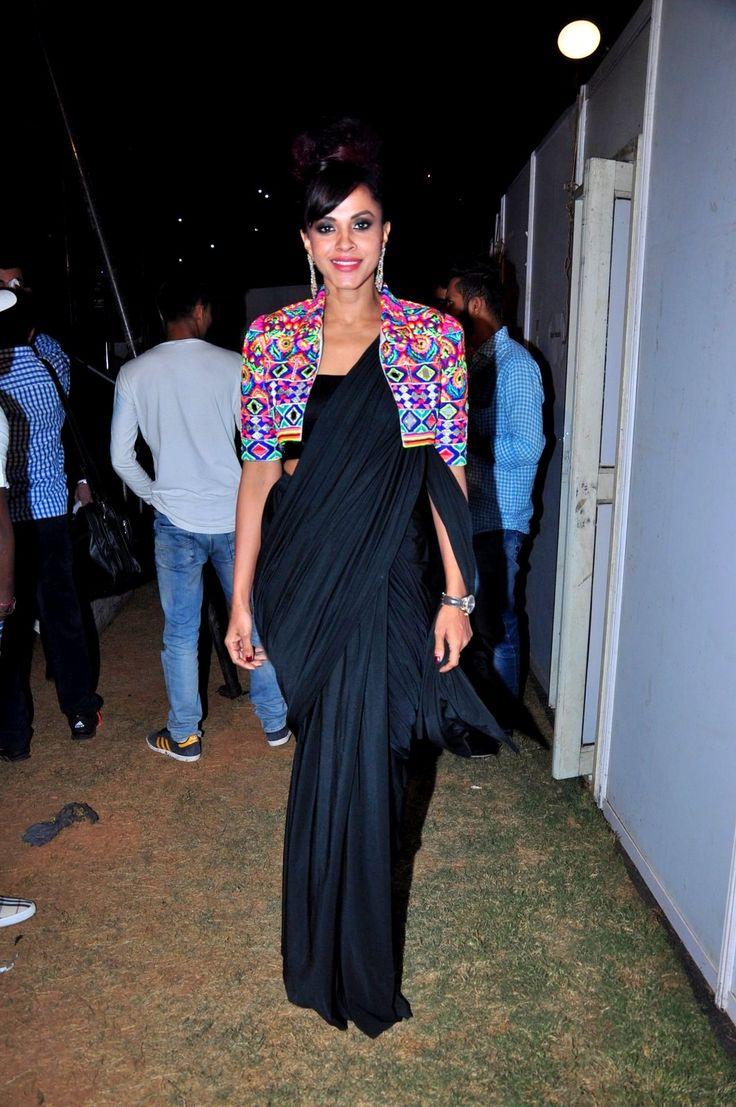 #ManasiScott was also in attendance sporting a black #saree with a colourful embellished #jacket