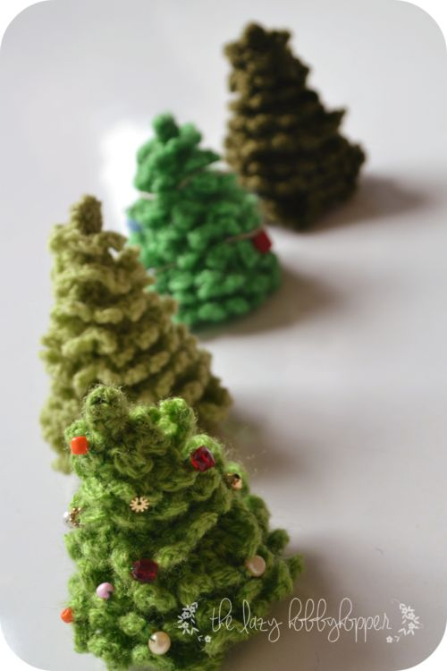 Ever-Gorgeous Christmas Tree | Decorate this realistic Christmas tree pattern with beads and sequins!