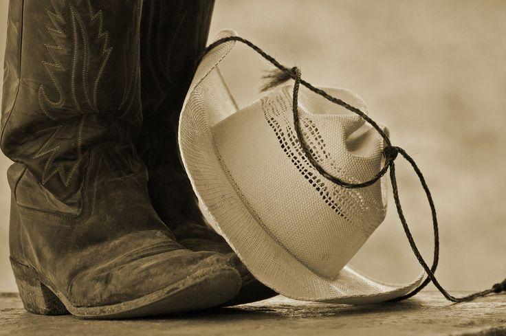 Bota y sombrero