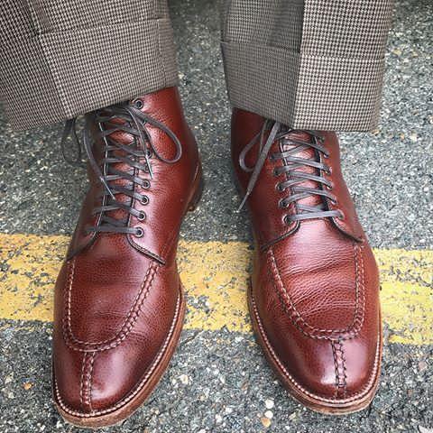 Walking towards Friday.  Alden x @brickmortarseattle scotch grain NST boot. .  .  .  .  #aldenarmy #aldenshoes #aldenpeople #horween #scotchgrain #nst #tanker #plazalast #shineyourshoes #sassoboot #madeinusa #bootporn #bootsinsummer