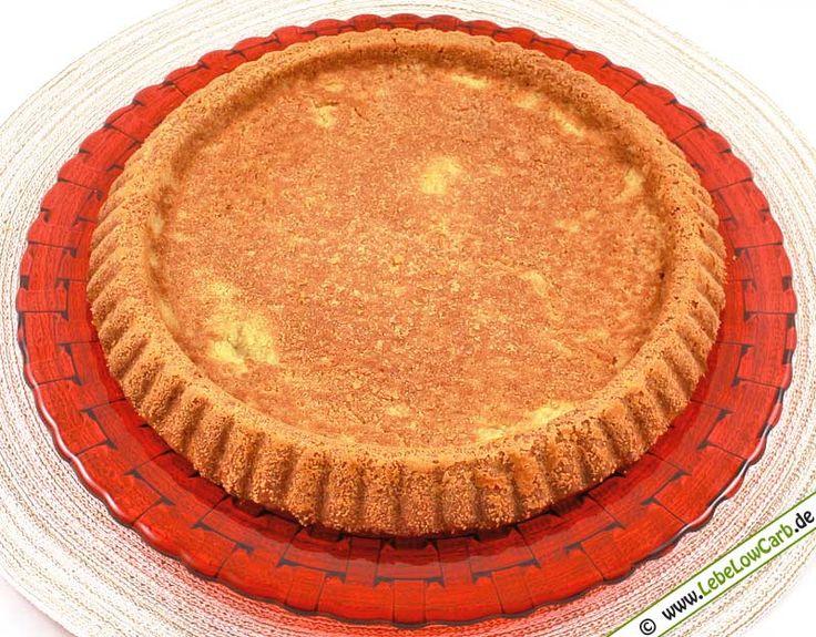 Low Carb Grundrezept für einen kohlenhydratarmen, gluten- und getreidefreien Biskuitboden. Schmeckt wunderbar und es lassen sich nahezu unendlich viele verschiedene Kuchen zaubern ... #lowcarb Mehr Low Carb Rezepte zum Backen auf http://www.lebelowcarb.de/low-carb-rezepte-fuer-backwaren.html