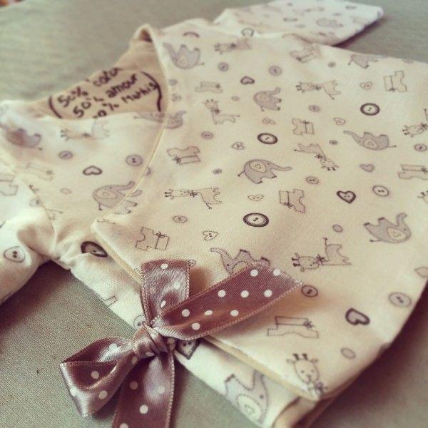 Kimono pour bébé| Kimono Pattern http://www.marieclaireidees.com/,un-kimono-pour-bebe-reversible,2610342,118520.asp
