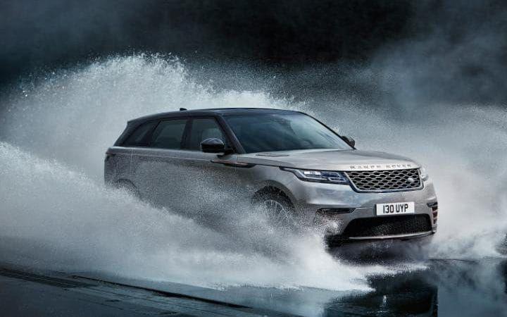 Land Rover apresenta o Range Rover Velar Fotos Divulgação  O quarto membro da família Range Rover chegou    O mais novo membro da família Range Rover acaba de ser apresentado ao público. Desenvolvido para ocupar o espaço entre o Range Rover Evoque e o Range Rover Sport, o modelo também é dotado […]