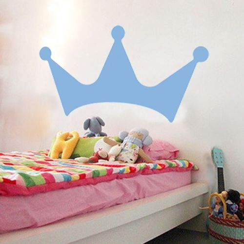 We already knew you're the king of the house, but now it has become clear to everybody. with our king sticker crown on the door, the bed, in the bathroom ... where are you going to put it? Give your room a twist.