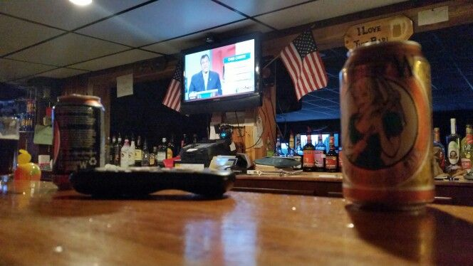 Enjoying burgers, Keweenaw Brewing Company beers and the Republican candidates' debate at the Greenlight in Chassell #DecompressU #Michigan #UP #Keweenaw