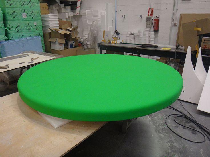 Pantalla verde Croma, 2 metros de diametro. Para colgar sobre una piscina. Elemento para un rodaje. Realización: www.poliespan.com