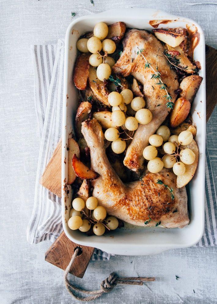 Voor dit stoofpotje met kip gaat alles lekker in 1 pan. Heel makkelijk! Mosterd, aardappeltjes en kip passen perfect bij elkaar. Een heerlijk recept.