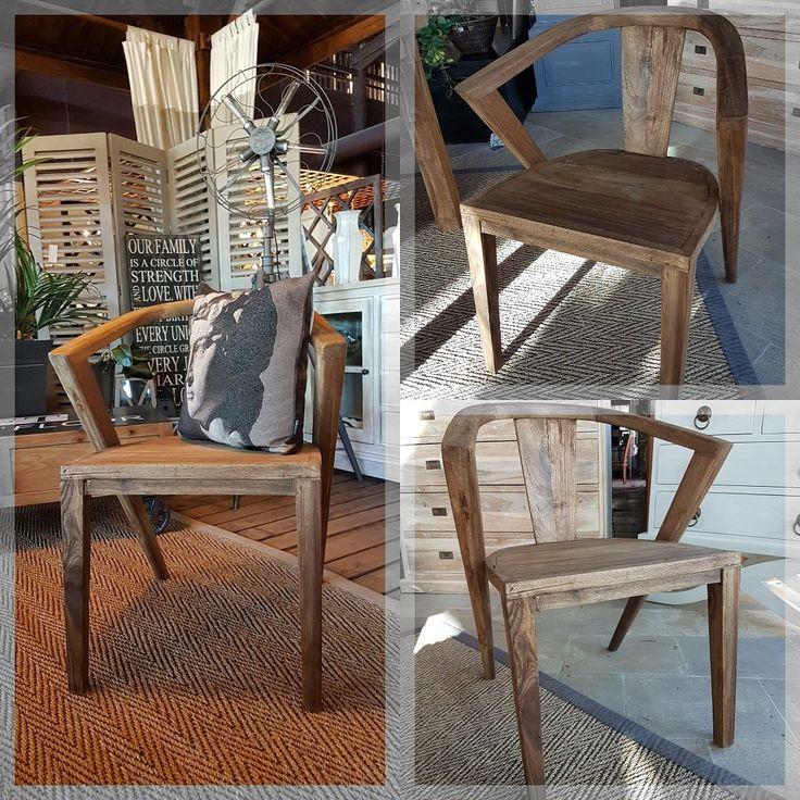 """""""La silla es un objeto difícil, un rascacielos es casi más fácil"""" Esta frase de Ludwing Mies Van der Rohe define perfectamente nuestra pasión a la hora de diseñar sillas que por sí solas decoren nuestro hogar."""