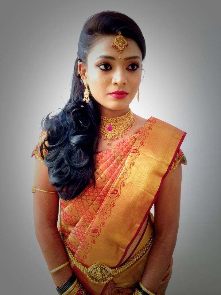 Traditional Southern Indian Bride Wearing Bridal Hair Saree And Jewellery Reception Look Makeup